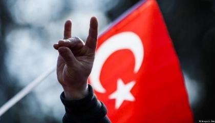 ماذا تفعل «الذئاب الرمادية» بسوريا؟ نكشف حقيقة ميليشيات أردوغان السرية