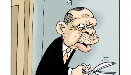 كاريكاتير: أردوغان يكمم أفواه الصحافة ويعتم الشاشات المعارضة