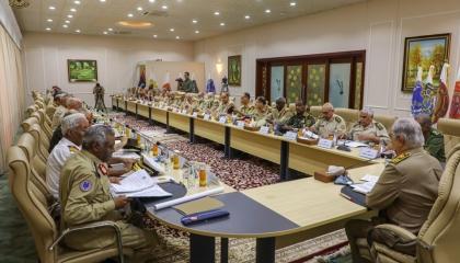 حفتر يجتمع برؤساء الأركان بالجيش الليبي بعد يوم من ضرب قاعدة الوطية