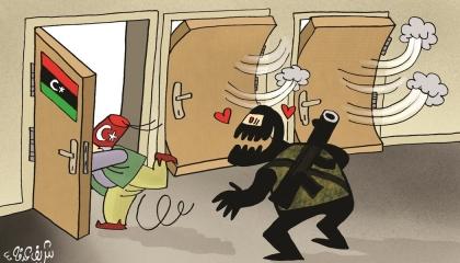 كاريكاتير يسخر من هروب القوات التركية من ليبيا بعد تدمير قاعدة الوطية