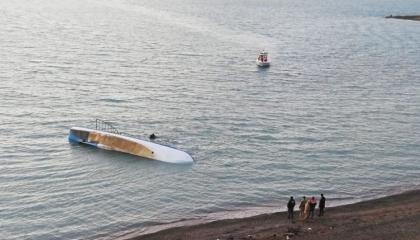 ارتفاع عدد غرقى قارب للهجرة غير الشرعية  في بحيرة فان التركية إلى 12 حالة