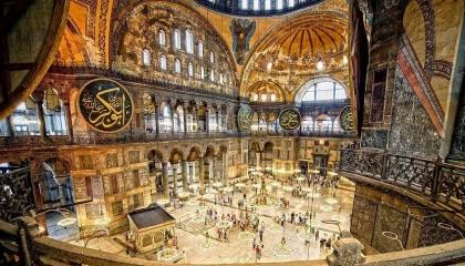 بالصور.. قبل أن يحوله أردوغان لمسجد.. تعرف على تحولات آيا صوفيا عبر 15 قرنا