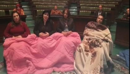 نواب تونس يعتصمون بمقر البرلمان حتى سحب الثقة من زعيم «النهضة» الإخواني