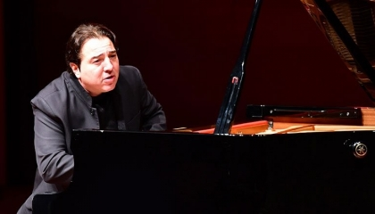 عازف بيانو تركي حول تحويل «آيا صوفيا» للعبادة: ما هذا؟ هل ننتقم؟