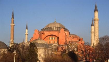 الشؤون الدينية التركية تعلن تعيينها لإمامين و4 مؤذنين بآيا صوفيا