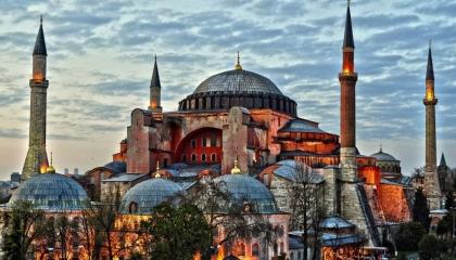 بلومبرج : «آيا صوفيا» تكشف تحول تركيا إلى دولة أقل تسامحًا في عهد أردوغان
