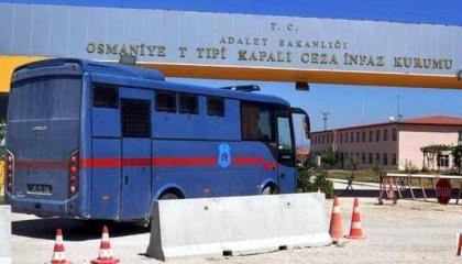إضراب 3 سجناء عن الطعام بسبب منع السلطات تلقي أحدهم العلاج