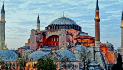 اليونان تعلن الحداد رسميًا الجمعة تزامنًا مع إقامة أول صلاة في «آيا صوفيا»