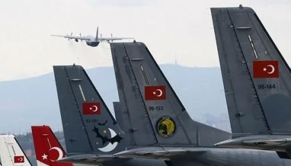وصول طائرات عسكرية تركية محملة بالأسلحة إلى ليبيا