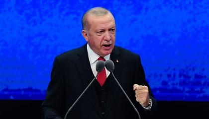 أردوغان يوبخ وزراءه لعدم التصفيق أثناء كلمته: إن لم نطلب منكم فلن تصفقوا