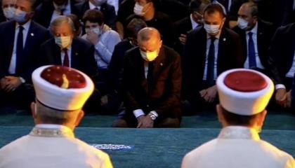 بالفيديو.. أنصار أردوغان يرددون التكبيرات في متحف «آيا صوفيا»