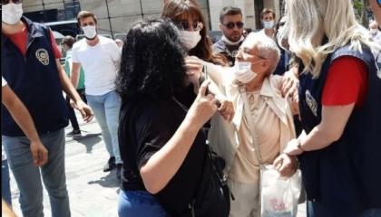 الشرطة التركية تعتدي على «أمهات السبت» وتعتقل 3 سيدات