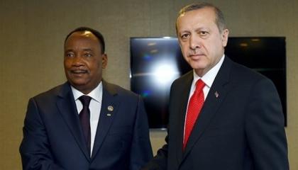 أردوغان يواصل التحركات في إفريقيا ويهاتف رئيس النيجر بشأن ليبيا