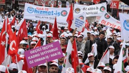 احتجاجات لعمال بمصنع أقمشة بعد منحهم إجازة بدون مرتب