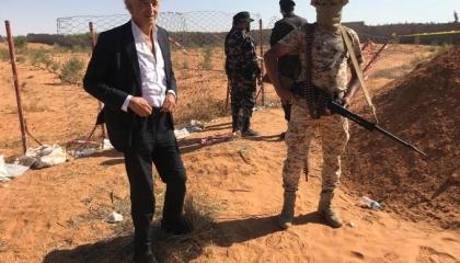 بالصور.. إظهار حقيقة كذب «الوفاق» بشأن زيارة المفكر الصهيوني