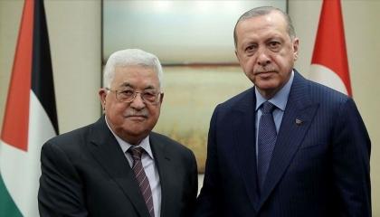 عباس يتغاضى عن ضياع الأراضي الفلسطينية لتهنئة أردوغان بالصلاة في آيا صوفيا