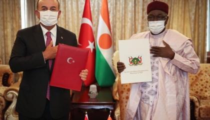 تركيا توقع اتفاقات عسكرية مع جيران ليبيا الجنوبيين تمهيدا للتوغل في أفريقيا