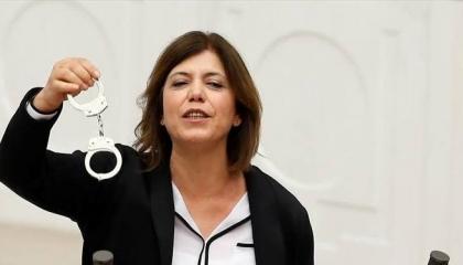 نائبة تركية: حزب أردوغان يهدف إلى التعتيم على فضائحه بقانون منصات التواصل