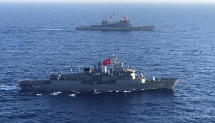 بالصور.. تدريبات مشتركة بين القوات البحرية الأمريكية والتركية في المتوسط