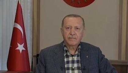 بالفيديو.. طرائف أردوغان في العيد.. الرئيس التركي يفضح ملقنه على الهواء