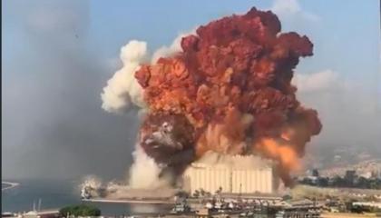 انفجار هائل يهز العاصمة اللبنانية قرب مقر الحريري
