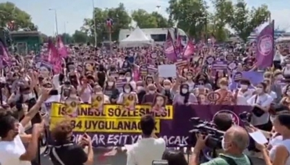 بالفيديو.. نساء تركيا ينتفضن ضد الانسحاب من «اتفاقية إسطنبول» لحماية المرأة