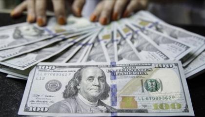 الليرة التركية تبدأ تعاملات السبت بانخفاض أمام الدولار الأمريكي واليورو