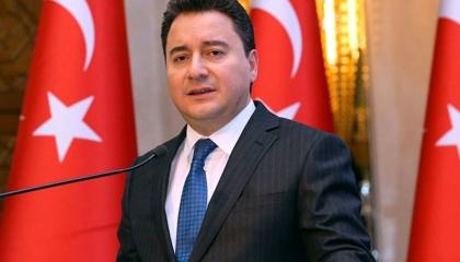 علي باباجان: المواطن يدفع ثمن قرارات أردوغان الخاطئة