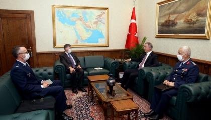 وزير دفاع تركيا يلتقي سفير أمريكا بأنقرة عقب ترسيم الحدود بين مصر واليونان