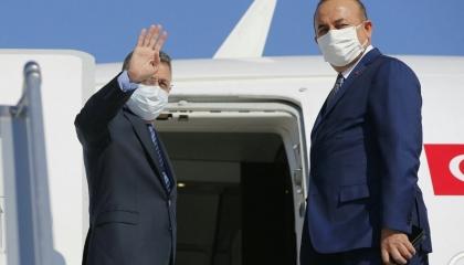 وزير الخارجية التركي ونائب أردوغان يصلان بيروت لزيارة ضحايا الانفجار