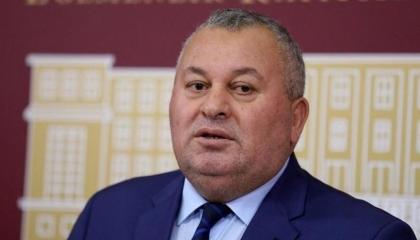 الاستقالات تضرب  حزب حليف أدروغان بعد فصل نائب «عملية البندق»