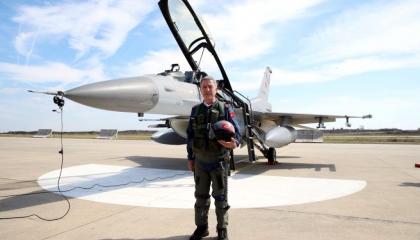 وثيقة.. وزير الدفاع التركي هنأ الطيار الذي أسقط الطائرة الروسية عام 2015