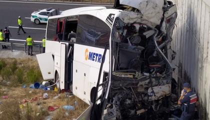 مصرع 5 أتراك وإصابة 25 آخرين في حادث سير قرب إسطنبول