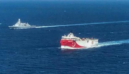 بالفيديو.. تركيا تتحدى اليونان.. وصول سفينة «أوروتش ريس» إلى المتوسط
