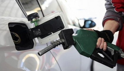 الحكومة التركية تقرر زيادة جديدة بأسعار البنزين بسبب انهيار الليرة