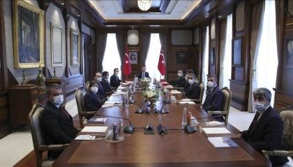 أردوغان يلتقي وفدًا من وكالة الأناضول ويكافئهم على دعمهم للنظام الحاكم