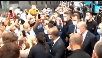 بالفيديو.. أردوغان يهرب من سيدة تركية طالبته بتوفير الطعام لأطفالها الثلاثة