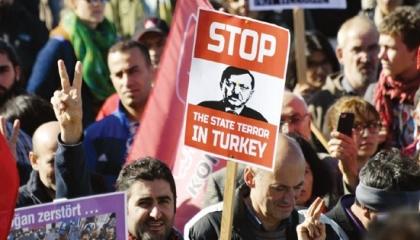 منصة حقوقية: انتحار 86 من ضحايا مراسيم طوارئ أردوغان