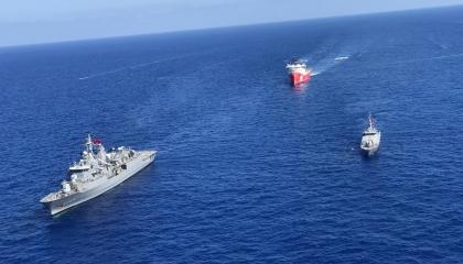 «الدفاع التركية»: قواتنا تواصل حماية سفينة «أوروتش رئيس»