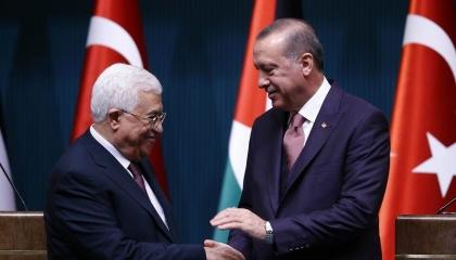 محمود عباس يزور تركيا بدعوة من أردوغان لمناقشة مستقبل الانتخابات الفلسطينية