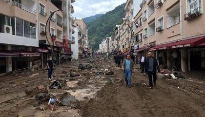 مصرع 3 أتراك في سيول عنيفة بمدينة جيرسون التركية