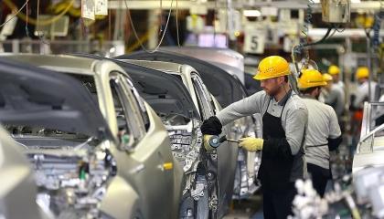 تراجع حاد في إنتاج وتصدير السيارات والإلكترونيات بتركيا