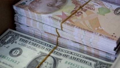 الليرة التركية تواصل تقلباتها أمام الدولار الأمريكي في بداية تعاملات السبت