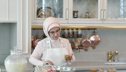 بالصور.. «وصفة عاشوراء» تكشف عن منجم ذهب في مطبخ زوجة أردوغان