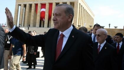 المعارضة التركية تدين الهتاف باسم أردوغان في ضريح أتاتورك: عار وقلة احترام