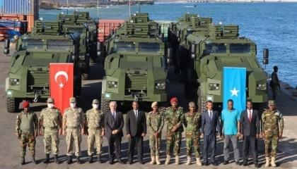 تركيا تسلم الصومال 12 مدرعة مقاومة للألغام