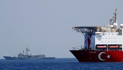فيديو من داخل السفن الحربية التركية بالمتوسط: تركيا لن تتراجع عن مصالحها