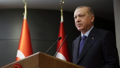 يعيش في كوكب آخر.. أردوغان يشيد بالاقتصاد التركي ويجدد «حديث المؤامرات»