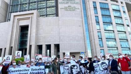 صحفيون أتراك يتضامنون مع زملائهم في قضية مقتل ضابط الاستخبارات بليبيا