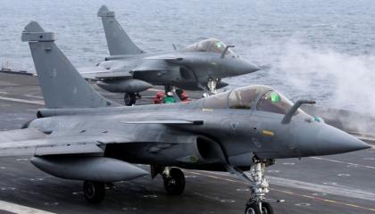 اليونان تستأجر  وتشتري فرقاطتين و18 طائرة «رافال» من فرنسا